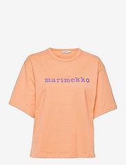Marimekko - ENSILUMI LOGO SOLID T-SHIRT - t-shirts - apricot, purple - 0