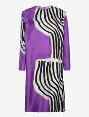 Marimekko - RAUTIAS VUOLU DRESS - cocktailkjoler - violet, off-white, black - 2
