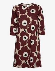 Marimekko - HAVAITTU PIENI UNIKKO 2 DRESS - hverdagskjoler - sand, wine red - 0
