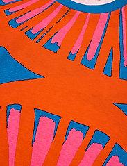 Marimekko - KUUSIKKO APPELSIINI T-SHIRT - t-shirts - bright blue, orange, pink - 4
