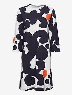 KERTOJA KEIDAS DRESS - midi-kleider - dark blue, white, orange