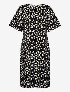 KOLLINEAARI UNIKKO 128 DRESS - vardagsklänningar - beige, black, yellow