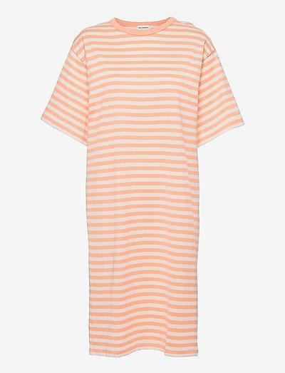 AIKAMIELI DRESS - hverdagskjoler - off white, light apricot
