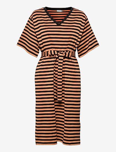 KALLIOMARNE DRESS - sommerkjoler - dark orange, black