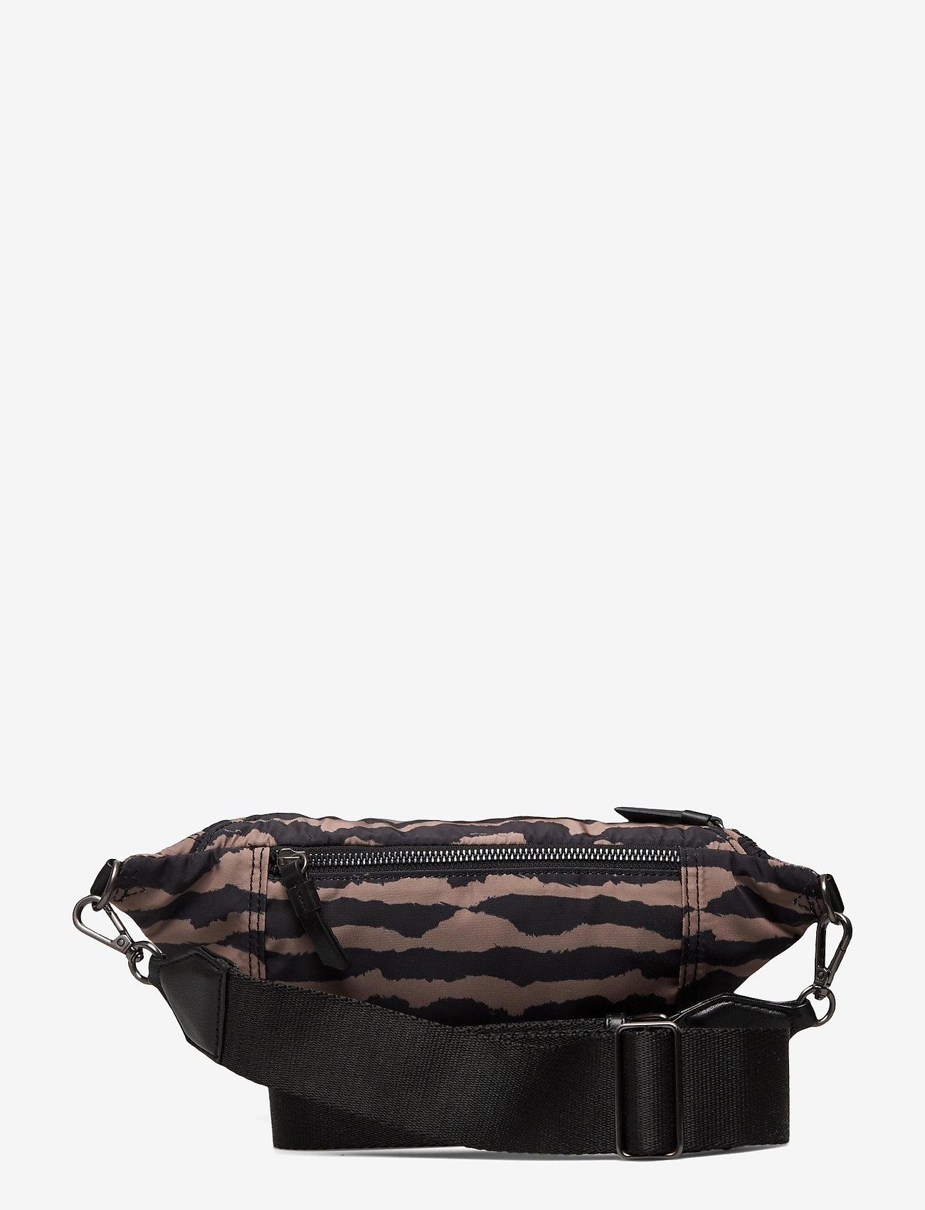 Markberg - Elinor Bum Bag, Recycled - tassen - blurry lines w/black - 1