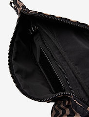 Markberg - Elinor Bum Bag, Recycled - tassen - blurry lines w/black - 3