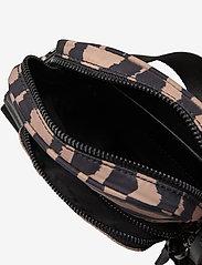 Markberg - Bexley Crossbody Bag - tassen - blurry lines w/black - 3