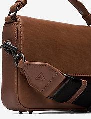 Markberg - Adora Small Crossbody Bag, Ant - tassen - caramel w/black - 3