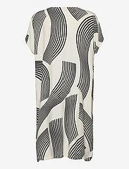 Masai - Odile - sukienki do kolan i midi - black - 2