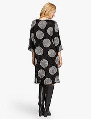 Masai - Nonie - sukienki do kolan i midi - black - 3