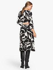 Masai - Nini - sukienki do kolan i midi - black - 3