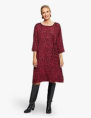 Masai - Nonie - sukienki na codzień - scarlet sage - 3