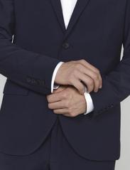 Matinique - Jonathan - enkelknäppta kostymer - navy blazer - 4