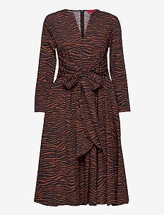 BANDOLO - alledaagse jurken - brown pattern