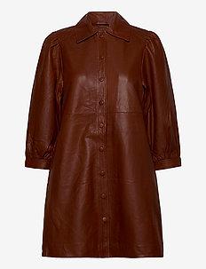 Amilie - sukienki do kolan i midi - henna
