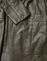 MDK / Munderingskompagniet - Lily thin leather dress - skjortklänningar - dark green - 3