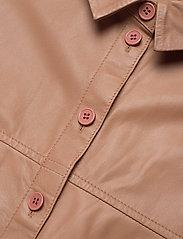 MDK / Munderingskompagniet - Emma leather shirt - overshirts - praline - 2