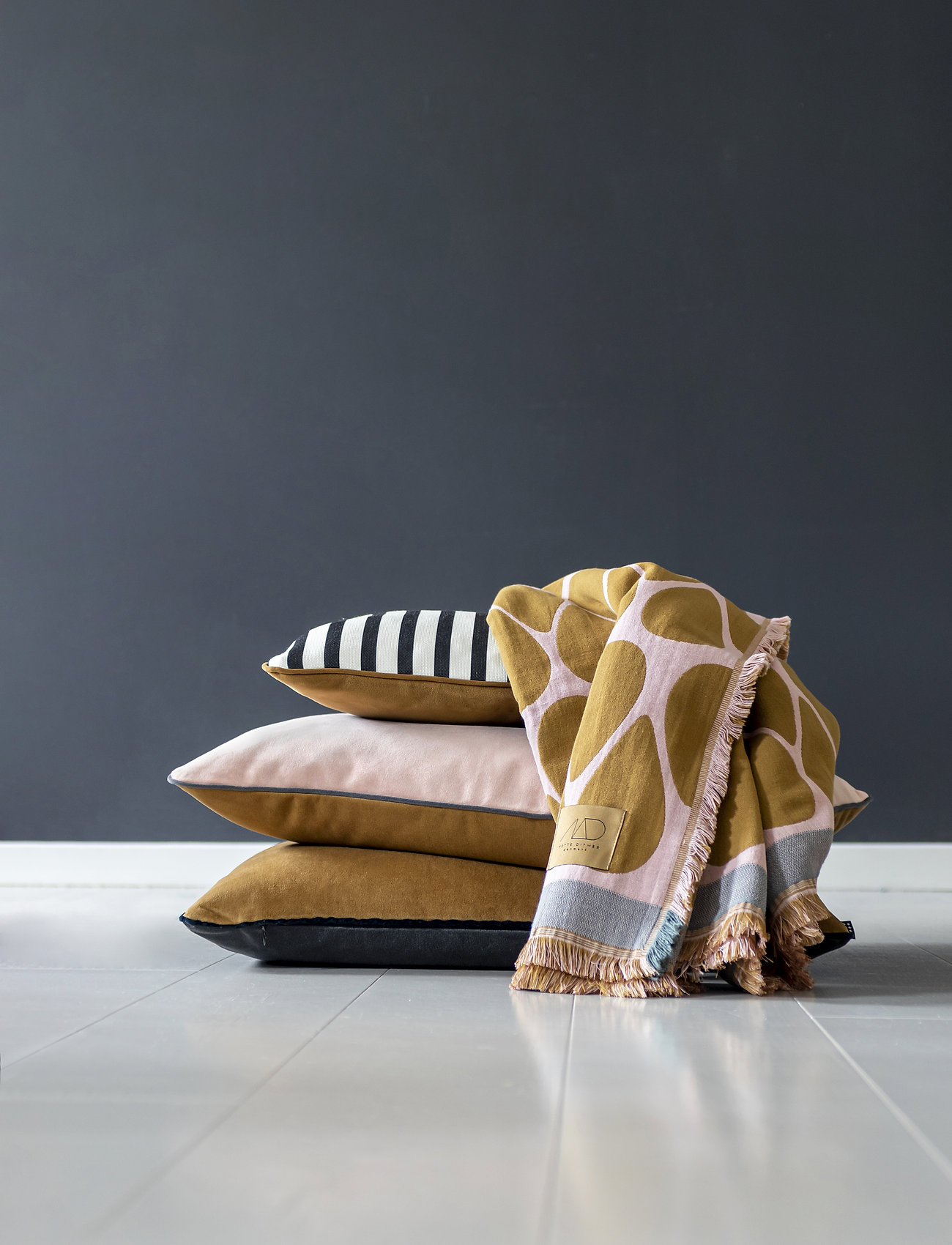 Mette Ditmer - ATELIER cushion, with filling - kuddar - stripe/tobacco - 1