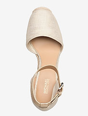 Michael Kors - KENDRICK WEDGE - espadrilles met sleehak - pale gold - 3