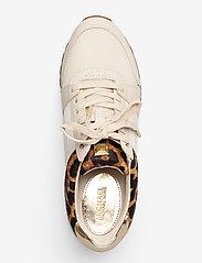 Michael Kors Shoes - BILLIE TRAINER - low top sneakers - ecru - 3