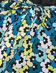 Michael Kors - 60S FLORAL TIE BLOUSE - blouses met lange mouwen - brt limeade - 2