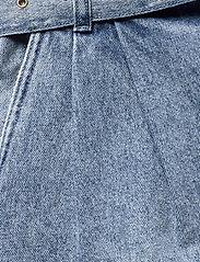 Michael Kors - PLEATED BELTED DNM SHORT - korte jeansbroeken - vtg cs wsh - 4