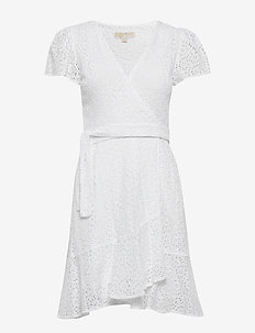 LACE WRAP DRESS - slå-om-kjoler - white