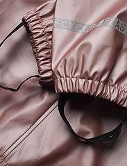 Mikk-Line - PU Metalic Rain Set Rec. w. Susp/110 - sets & suits - adobe rose - 10