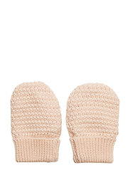 Celie Glove, BM