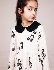 Mini Rodini - Notes aop ls dress - robes - offwhite - 0