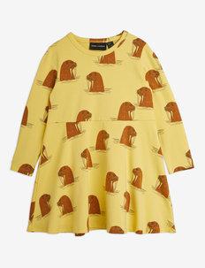 Walrus aop ls dress - kleider - yellow