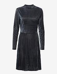 Minus - Kendra dress - robes longeur du midi - charcoal grey - 1