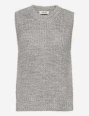Modström - Timme vest - knitted vests - light grey melange - 0