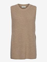Modström - Trey vest - knitted vests - powder sand - 0