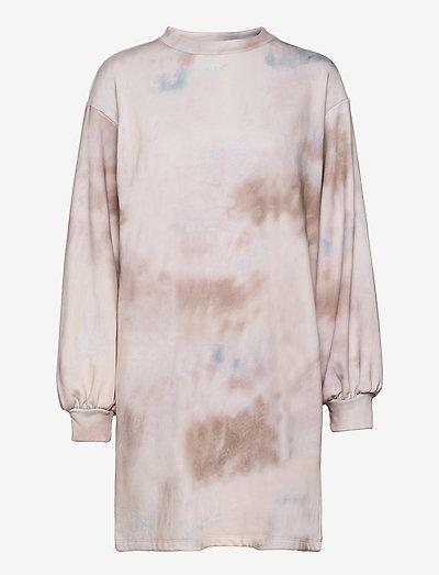 Holly print dress - hverdagskjoler - sage tie dye