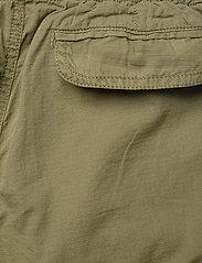 Molo - Argod - shorts - vegetation - 2
