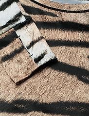 Molo - Odelia - langærmede t-shirts - wild tiger - 5