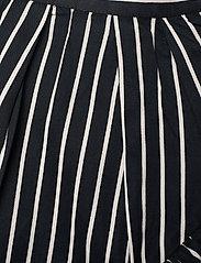 Molo - Blondie - nederdele - vertical bw stripe - 2