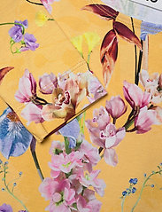 Molo - Clare - robes - the art of flowers - 2