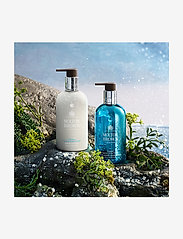 Molton Brown - Coastal Cypress & Sea Fennel Fine Liquid Hand Wash - handtvål - no colour - 5