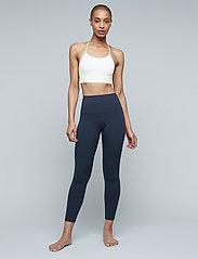 Moonchild Yoga Wear - Seamless Zen Top - sport bras: low - white - 0