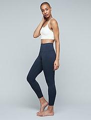 Moonchild Yoga Wear - Seamless Zen Top - sport bras: low - white - 3