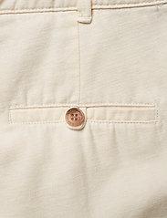 Morris Lady - Paulette Chino Shorts - bermudas - off white - 4