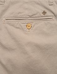 Morris - Regular Chino Shorts - spodenki chinos - khaki - 4