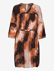 Cirah Blur Dress - midiklänningar - autumn leaf