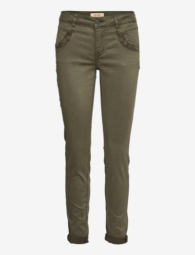 Naomi Saturday Pant - skinny jeans - grape leaf