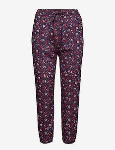 star pants flower - RED FLOWER