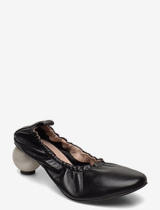 BEATRICE BLACK SHOE WITH PEARL HEEL - classic pumps - black