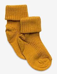 mp Denmark - Rib wool baby socks - strømper - golden - 0