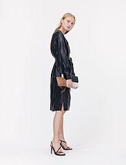 Munthe - Esmeraldas - robes portefeuille - black - 5